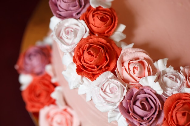 Birthday cake with red roses. Premium Photo