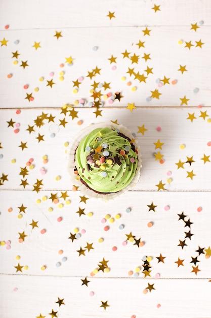 Cupcake compleanno con stelle Foto Gratuite