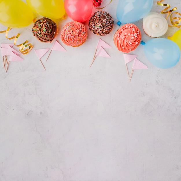 Birthday decorations lying in line Free Photo