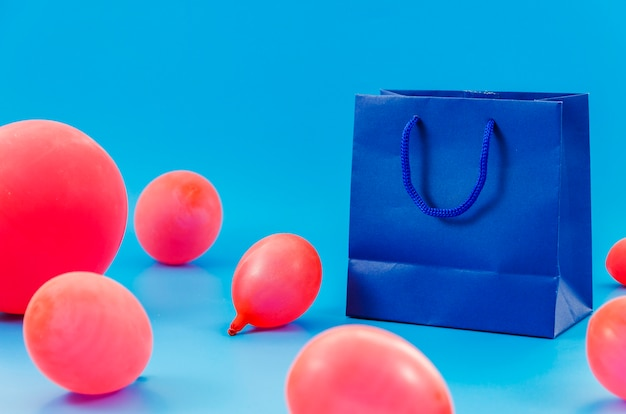 Birthday gift bag with balloons Free Photo