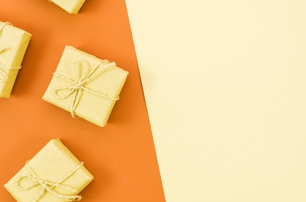 Birthday gift with color background Free Photo