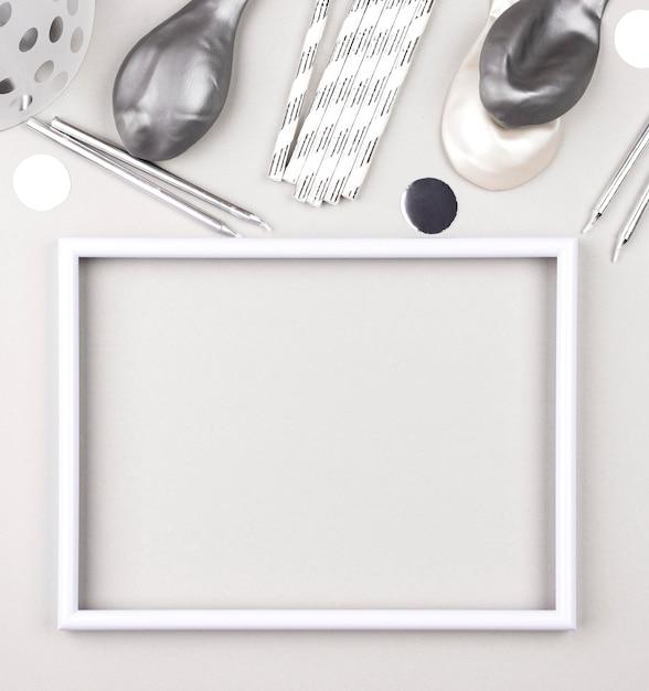 День рождения украшения на белом фоне Бесплатные Фотографии