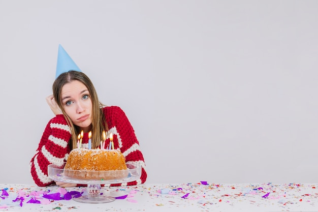 Birthday party concept with sad girl Free Photo