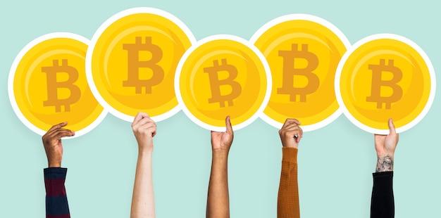 両手bitcoinsクリップアート Premium写真