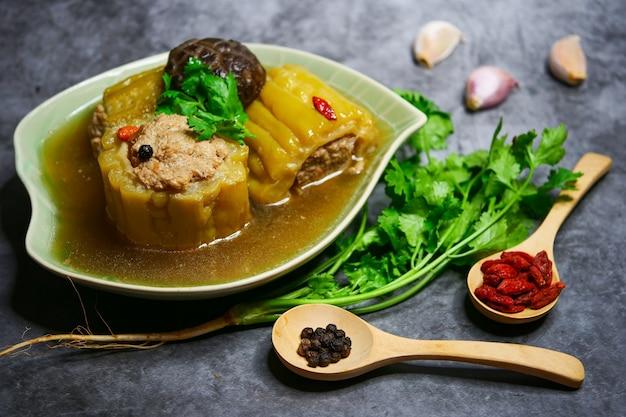 Bitter gourd soup with minced pork and shiitake mushroom Premium Photo