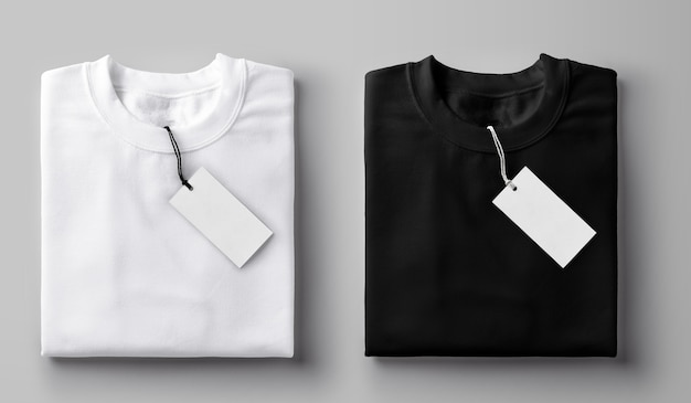 레이블이있는 흑백 접힌 티셔츠. 프리미엄 사진