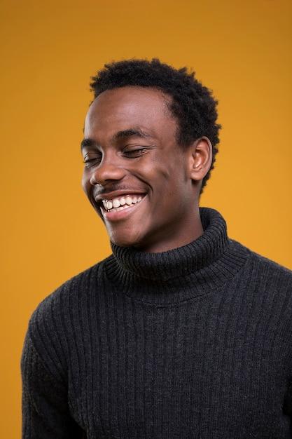 흑인 소년 포즈 무료 사진