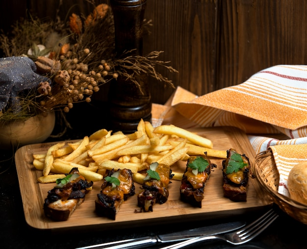 Black bread with gelatin and side fries Free Photo