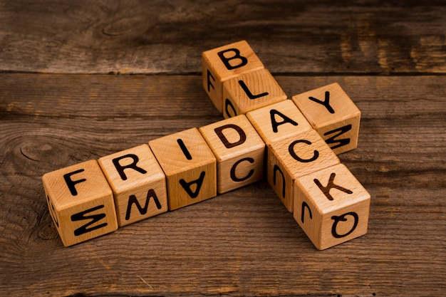 Black friday cubes on wooden background Free Photo