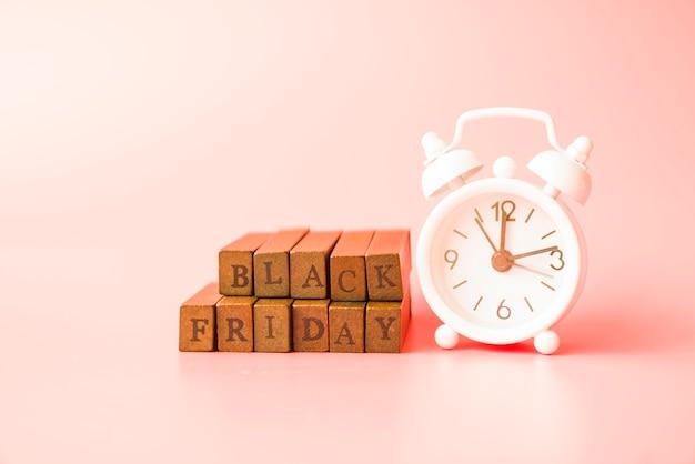 Black friday inscription near alarm clock Free Photo