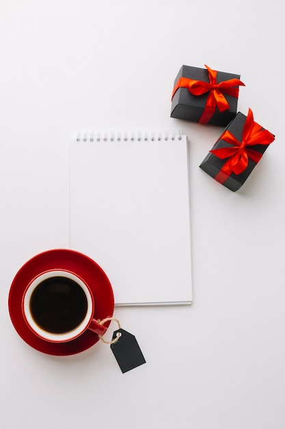 Black friday notebook mock-up with coffee Free Photo