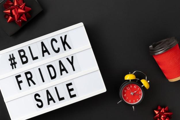 Черная пятница распродажа текст на лайтбоксе Premium Фотографии