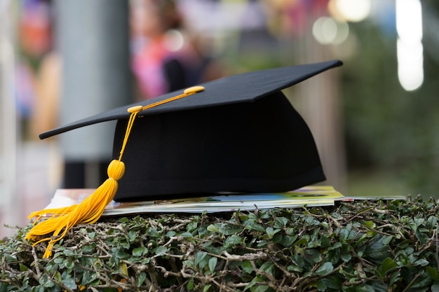 Black graduation cap with blurred background. Premium Photo