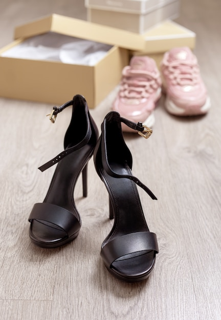 Black high-heeled sandals Premium Photo