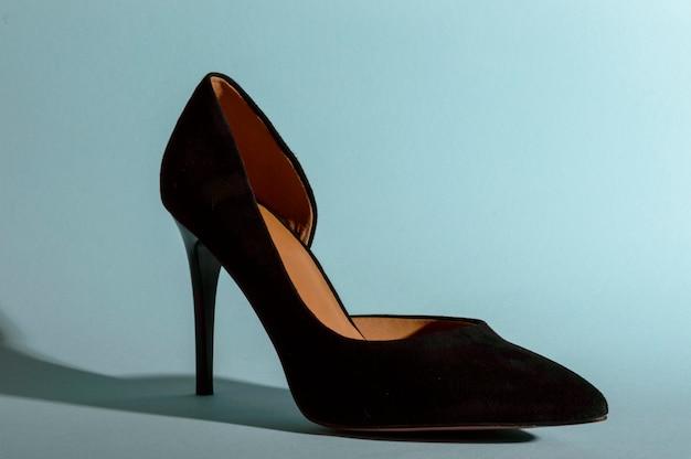 Black high-heeled suede shoes Premium Photo