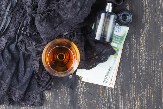 Черное белье с деньгами Premium Фотографии