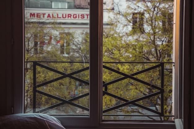 Стеклянное окно в черной металлической раме Бесплатные Фотографии