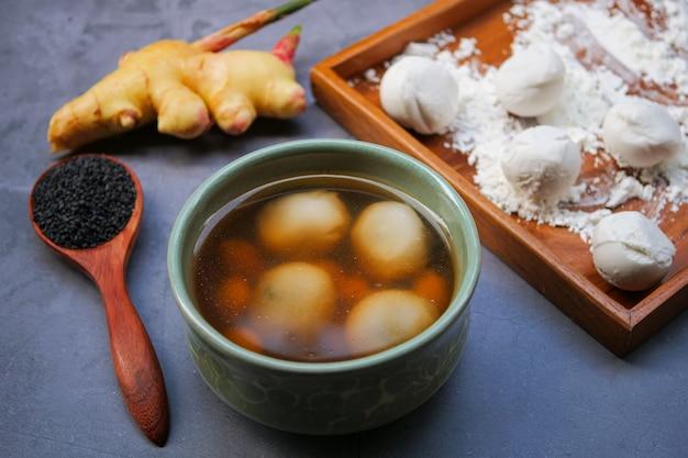 Black sesame dumplings in ginger tea Premium Photo