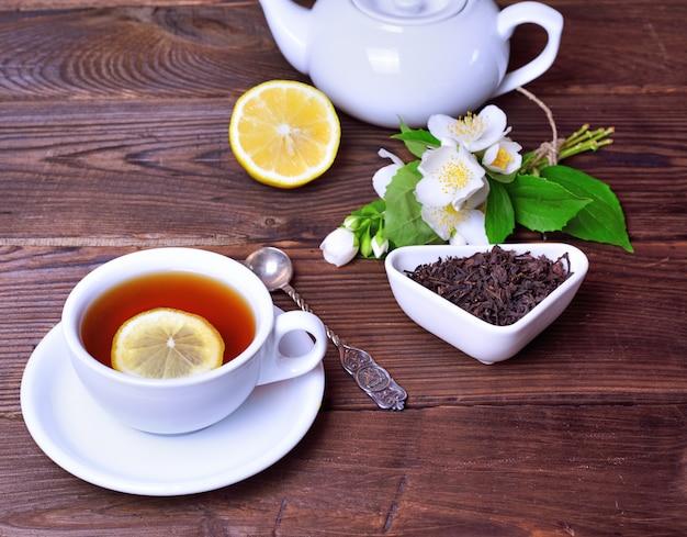 Black tea with lemon and brew Premium Photo
