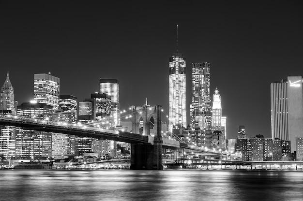 Black and white new york skyline Premium Photo