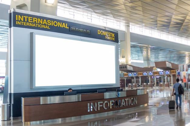 Пустой рекламный щит в аэропорту Premium Фотографии