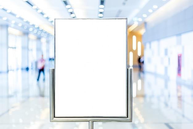 Пустой рекламный щит с копией для текстового сообщения или контента Premium Фотографии