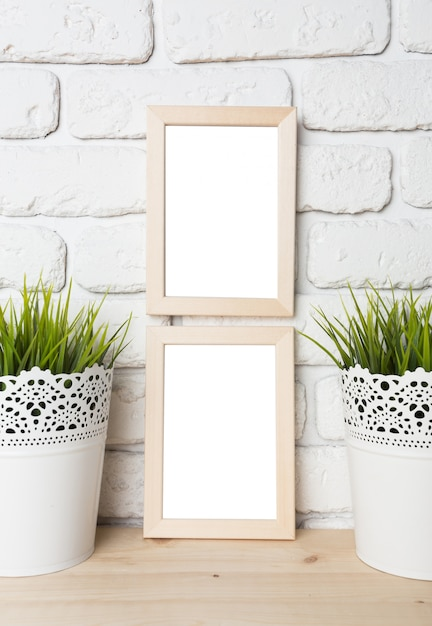 Blank black picture frame on the wall Premium Photo