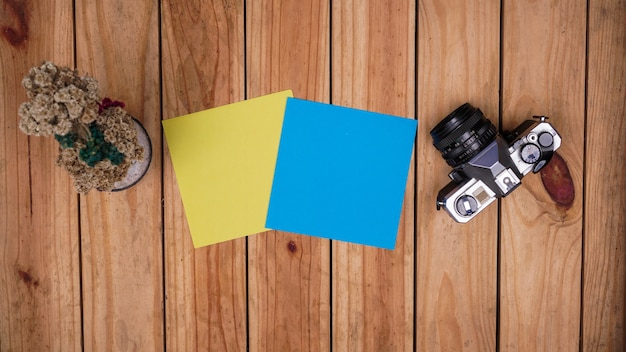 Blank blue and yellow paper for quotes Premium Photo