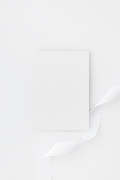 Пустые визитки, изолированные на белом фоне Бесплатные Фотографии