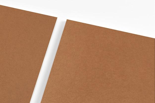 Cancelleria in bianco del cartone isolata Foto Gratuite