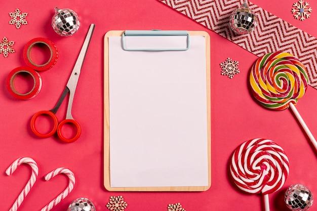 Appunti in bianco con bastoncini di zucchero Foto Gratuite