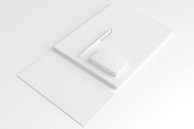 白紙の封筒と名刺を白で隔離されます。 無料写真