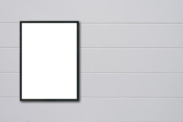 壁に掛かっている空白のフレーム。 Premium写真