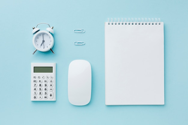 Blank notepad and alarm clock Free Photo