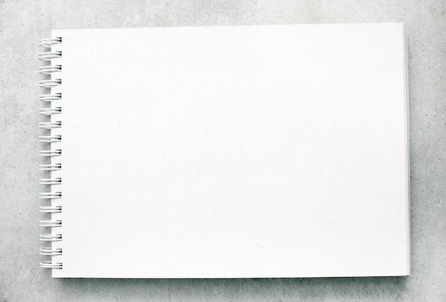 Пустой блокнот или блокнот с белыми страницами Бесплатные Фотографии