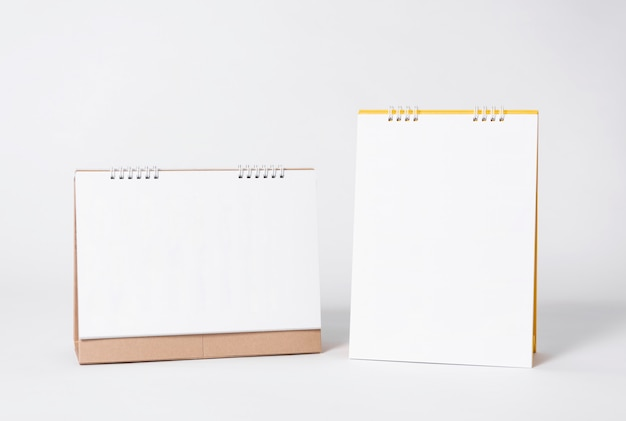 Blank paper spiral calendar for mockup template advertising and branding background. Premium Photo