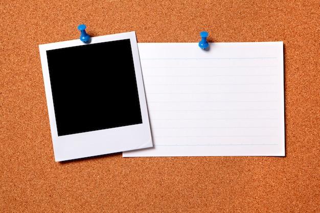 Blank polaroid photo with card Free Photo