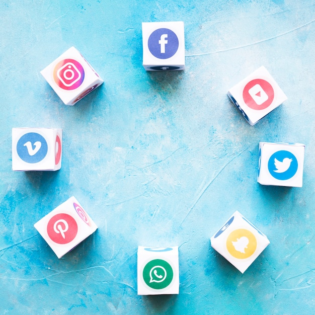 Blocks of social media icons arranged in circular shape over textured background Free Photo