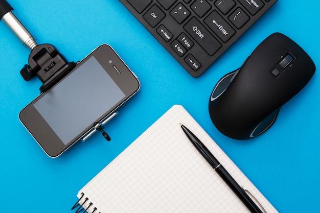 Рабочее место blogger Premium Фотографии