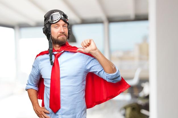 Блондинка пилот счастливым выражением Бесплатные Фотографии