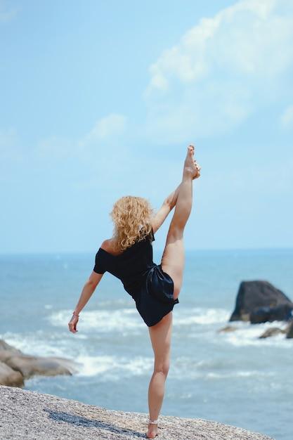 blonde-girl-beach