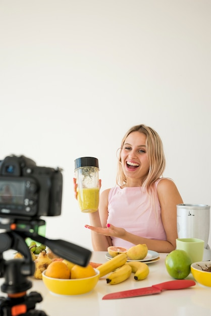 Blonde influencer recording nutrition food Premium Photo