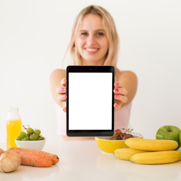 Блондинка влияние на пустой планшет Бесплатные Фотографии