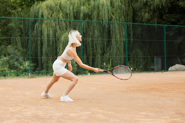 Blonde woman playing tennis Free Photo