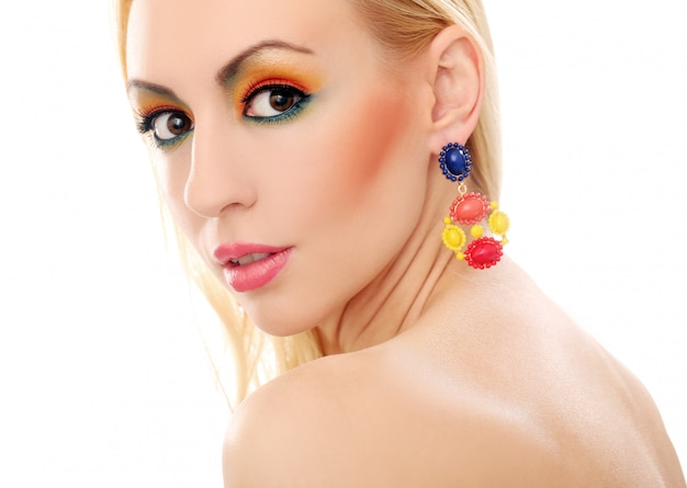 Блондинка показывает ее милый цветной взгляд Бесплатные Фотографии