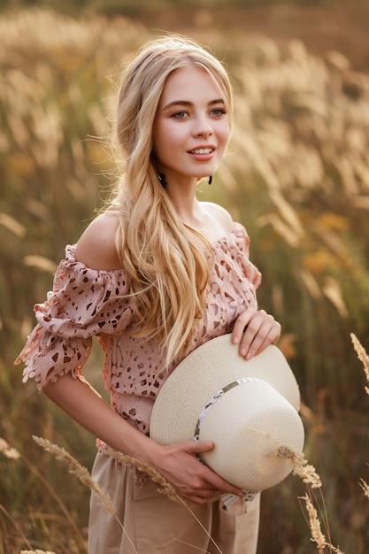Blonde woman in a wheat field Premium Photo