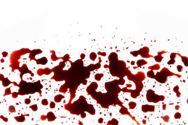 Капли крови, всплеск, изолированные на белом фоне Premium Фотографии