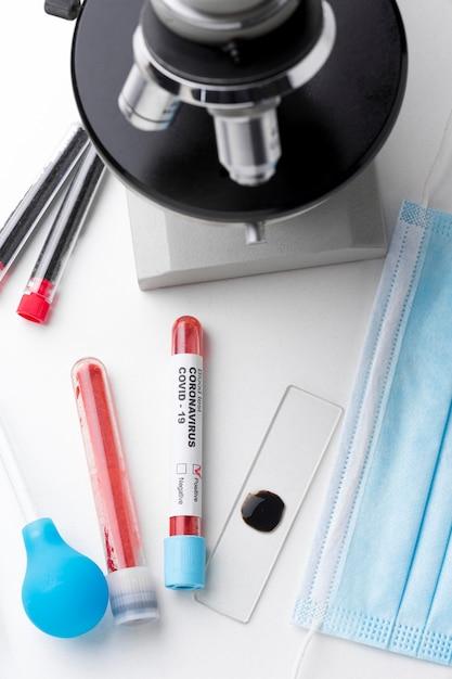 Covid-19 검사를위한 혈액 샘플 프리미엄 사진