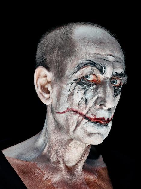 Кровавая тема хэллоуина: сумасшедшее лицо маньяка Бесплатные Фотографии