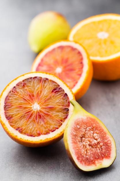 血まみれのシチリアオレンジとイチジク Premium写真